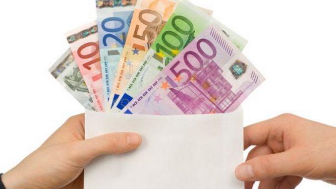 Stop agli stipendi in contanti